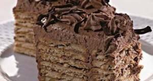 Чоколадна кекс торта: Одличен десерт без многу мака