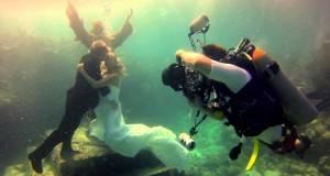 Венчавка под вода: Неверојатни свадбени фотографии како од бајка