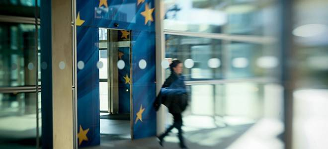 Illustration of the European Flag at the entrance of the Commision building