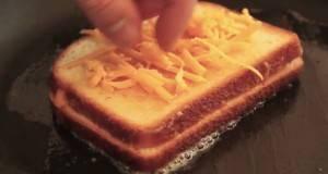 После ова видео, никогаш повеќе нема да правите сендвич на ист начин!