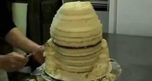 Изгледа како обична торта, но само неколку минути подоцна… фантастично!