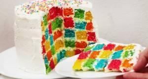 Однадвор изгледа како обична шлаг торта! Но, кога ќе ја пресечете…