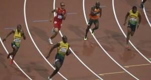 Зошто атлетичарите трчаат обратно од часовникот?