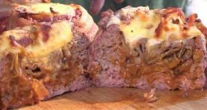 СПЕЦИЈАЛИТЕТ НА СКАРА: Лименка пиво завиткана со мелено месо и сланина!