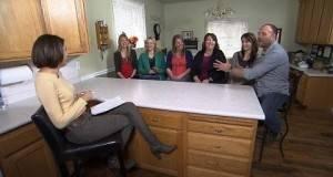 Необична приказна за човекот кој живее со пет жени