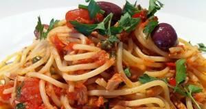 Тестенини во сос од маслинки
