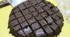 Вкусна чоколадна торта која не се пече