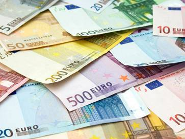 euro-exchange-rate-fluctuates.jpg