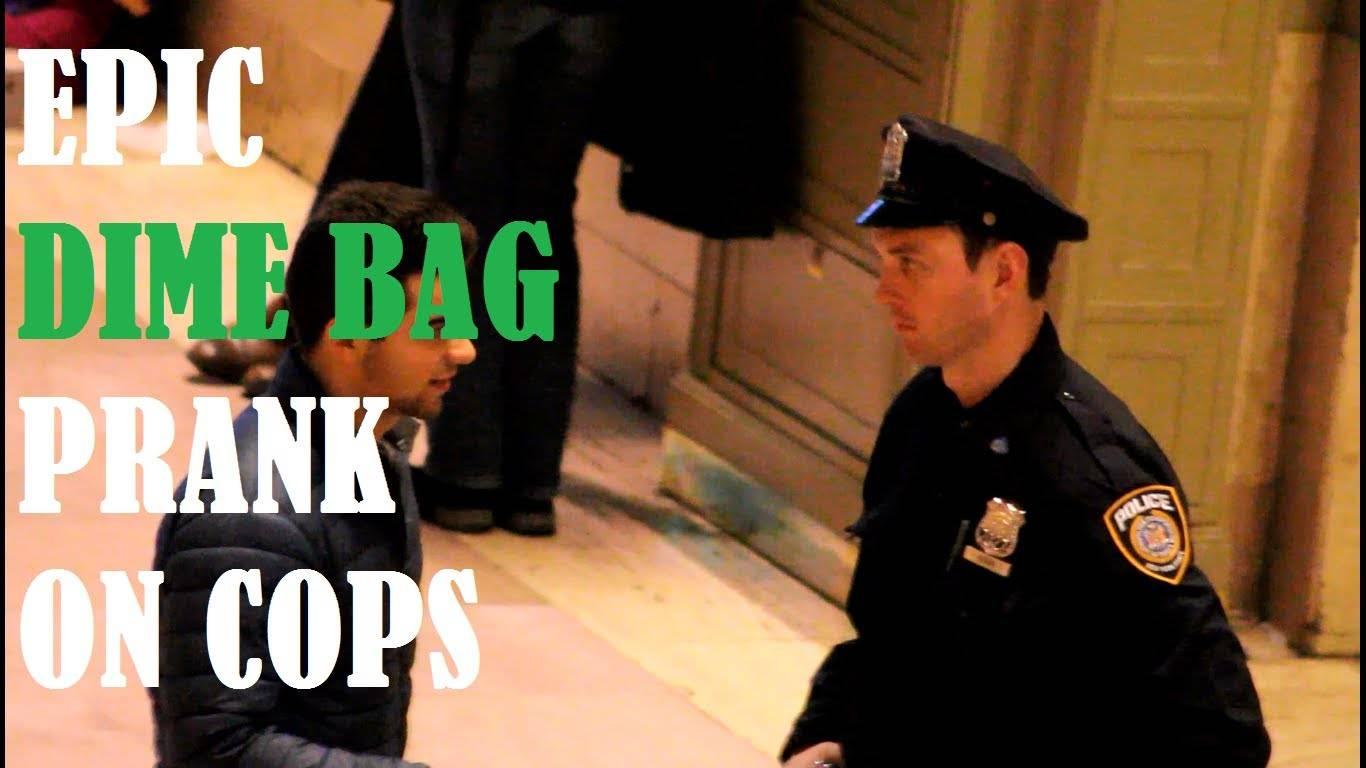 Погледнете како реагираат полицајците кога им се нуди дрога! :) (видео)