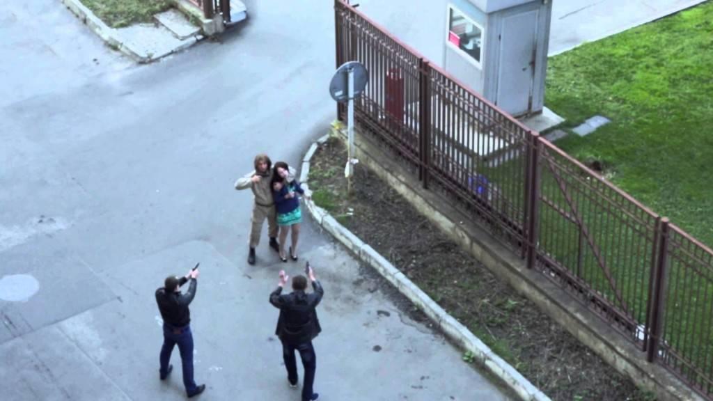 ruski-vojnik-pritrchal-vo-pomosh.jpg