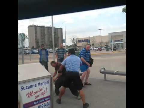 Го плукнал возачот на автобус во лице. А потоа шоферот станал и му одржал лекција!