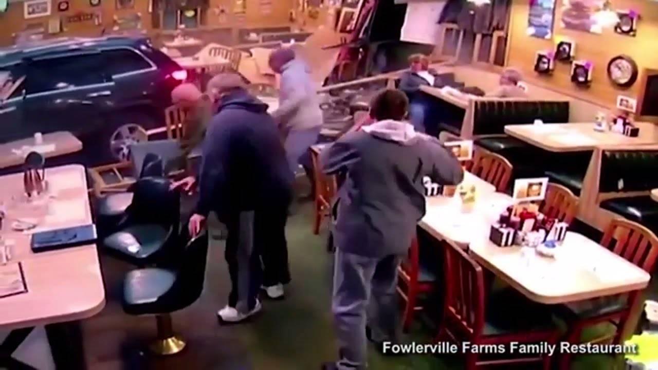 Одмарал со своето семејство во ресторан, кога се случило нешто СТРАШНО!