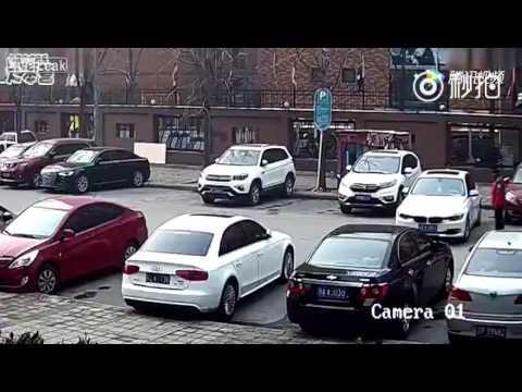 АНТИТАЛЕНТ ЗАД ВОЛАНОТ: Се обиде да паркира, па направи ХАОС!