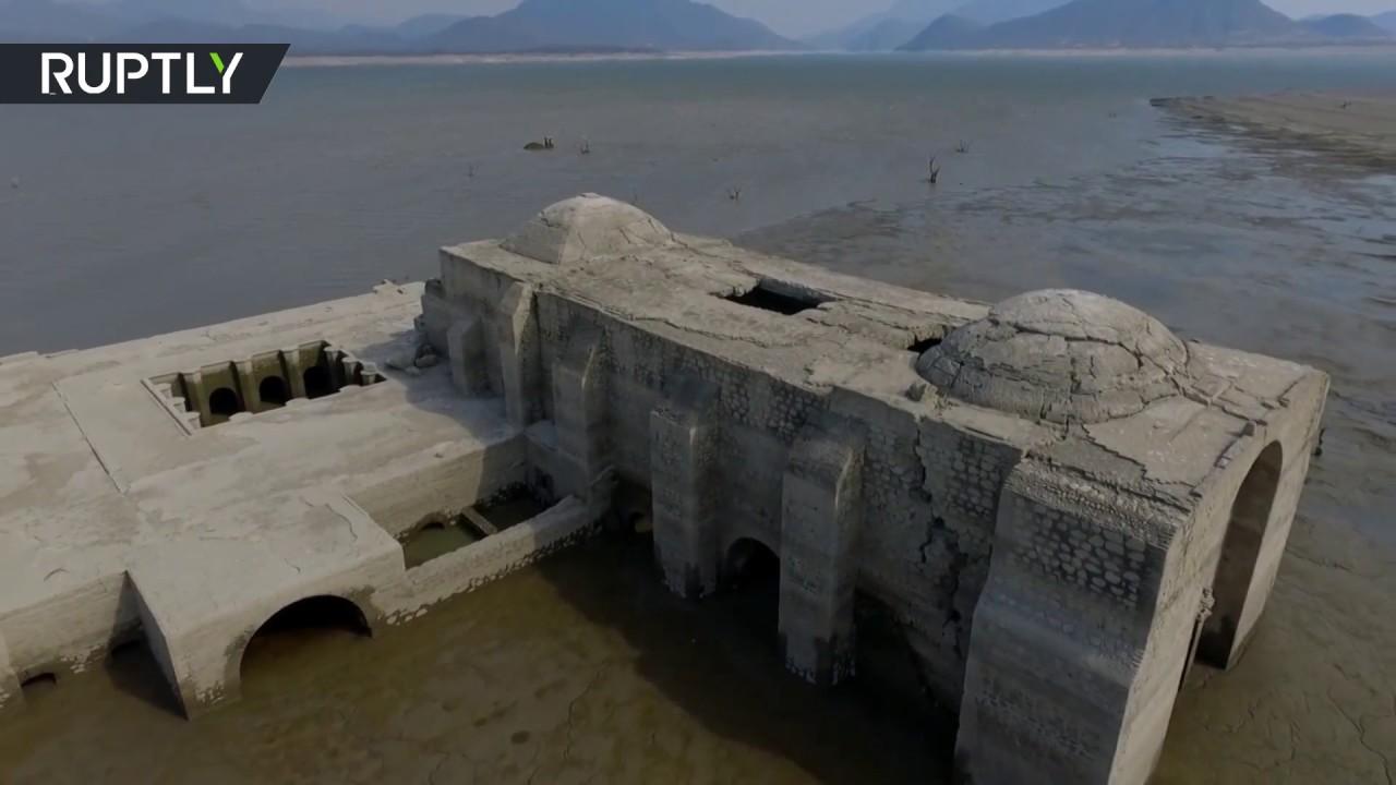 ЧУДО – Она што се појави среде езеро ќе ве остави вчудоневидени