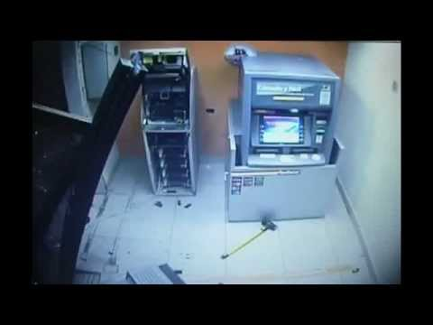 ukradoa-bankomat-za-60-sekundi.jpg