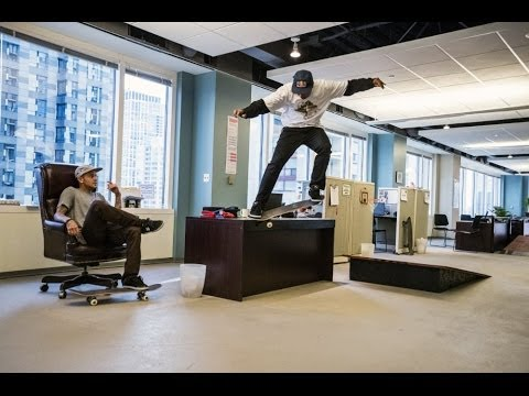 Генијално: Ја претвориле канцеларијата во скејт парк!