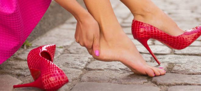 Сакате да носите високи потпетици на боса нога: Со овој трик ќе останете во нив со часови!