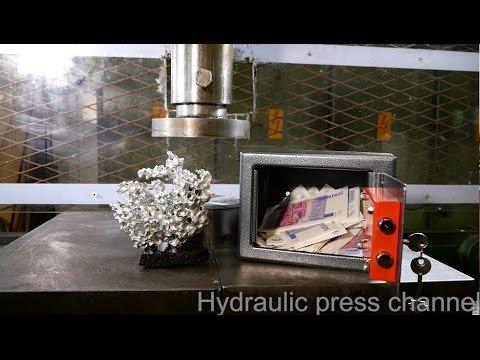 Одлучил да згмечи метален сеф со хидраулична преса. Вакво нешто никогаш немате видено!