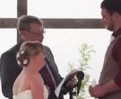 Свештеникот и рекол на невестата да се помести, а потоа младоженецот и се обратил на НЕЈЗИНАТА СЕСТРА!