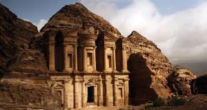 Мистериозен град врежан во камен: Античкиот град Петра во Јордан продолжува да изненадува!