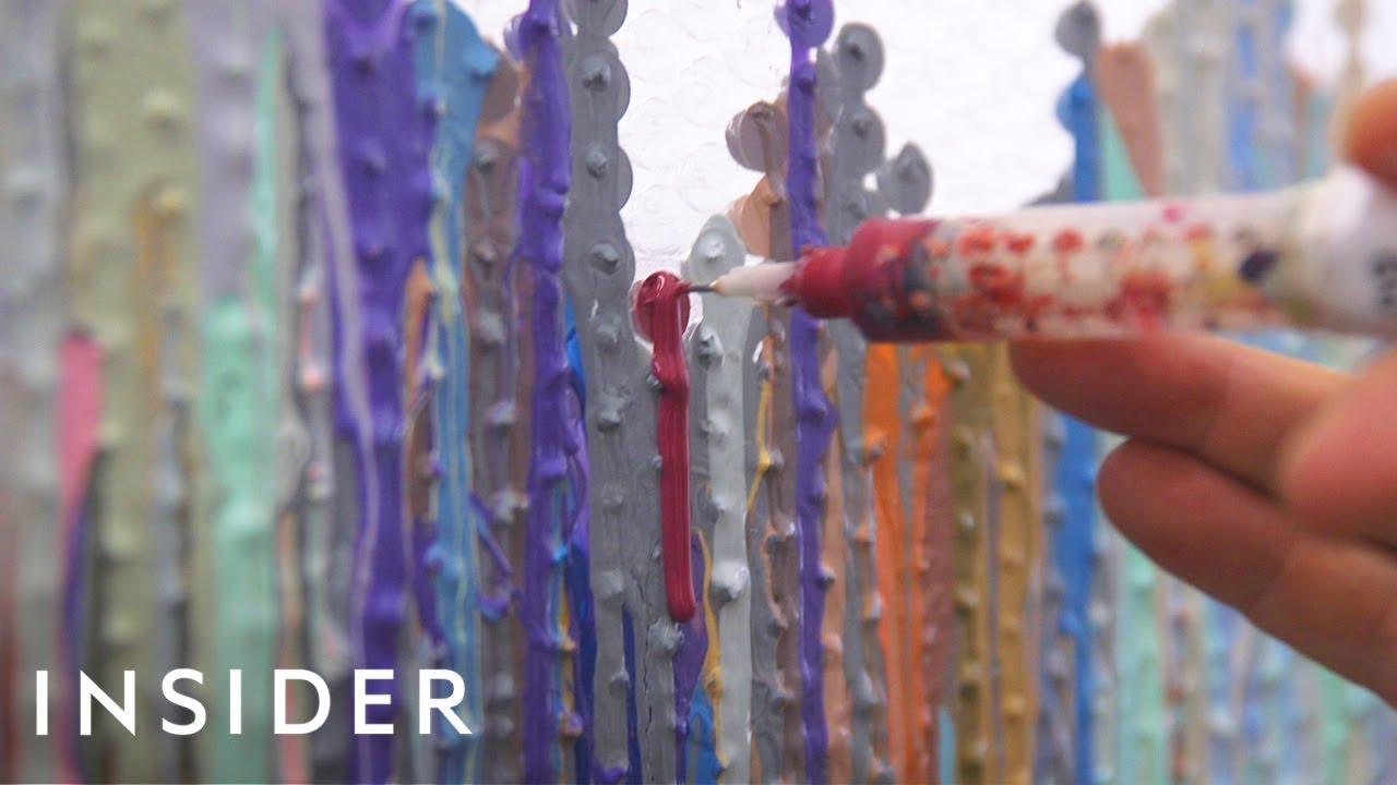 Уметник кој ги трансформира меурчињата од фолијата за пакување во импресионистичка слика