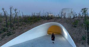 Како изгледа уметничка галерија во песочна дина?