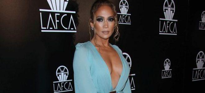 Како божица: Џенифер Лопез во фустан кој краде воздишки