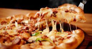 Лажна пица: Најбрзиот и најлесниот рецепт со само три состојки