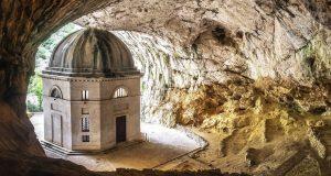 Чудесна пештера: Единственото засолниште во Италија заради кое се исплати да се помачите!