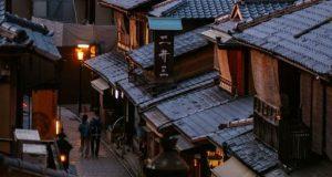 Конечно во Јапонија! Летајте на исток и можеби ќе ви платат половина од сите патни трошоци
