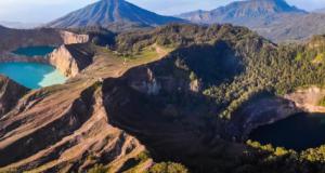 Келимуту – свето место со три езера кои ја менуваат бојата