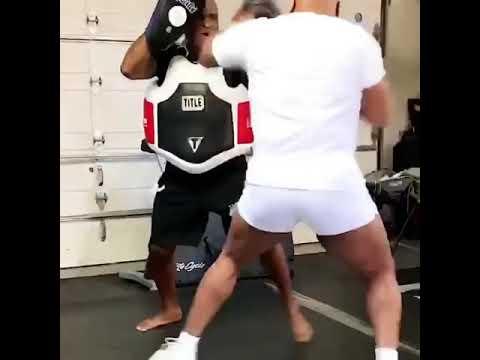 Суровата моќ на Мајк Тајсон: Боксерот објави ново видео, ударите се брзи и застрашувачки!
