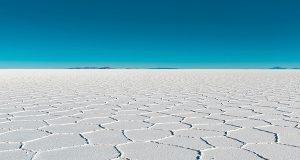 Атракција во Јужна Америка: Најголемата солена пустина на светот која после дожд се претвора во огледало