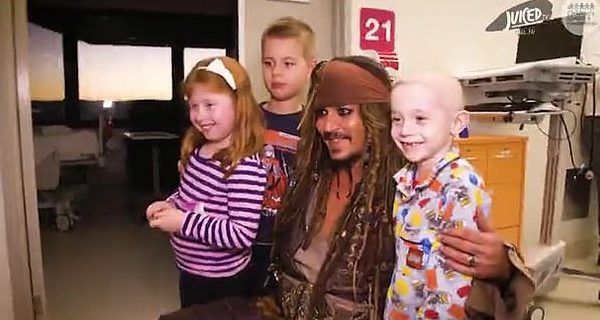 29825202-8440687-Doing_good_Johnny_previously_visiting_children_at_the_hospital-a-6_1592587763917