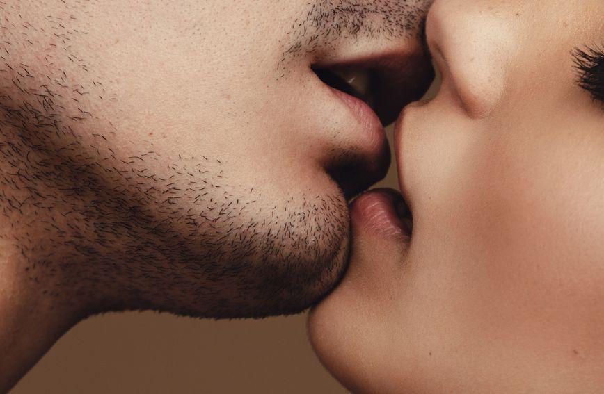 61888635-poljubac-ljubav-seks