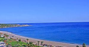 Зошто морето во Грција одеднаш стана ладно и дали туристите треба да се загрижат?