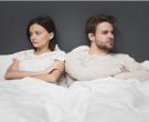 Во брак сте, а спиете во одделни кревети? Еве зошто тоа може да биде ДОБРО