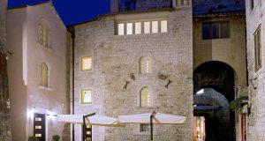 """Хотел """"Вестибул"""", место каде што владее гостинот: Кога ќе им кажете дека ќе спијат меѓу sидовите изградени во третиот век, тие едноставно остануваат без здив"""