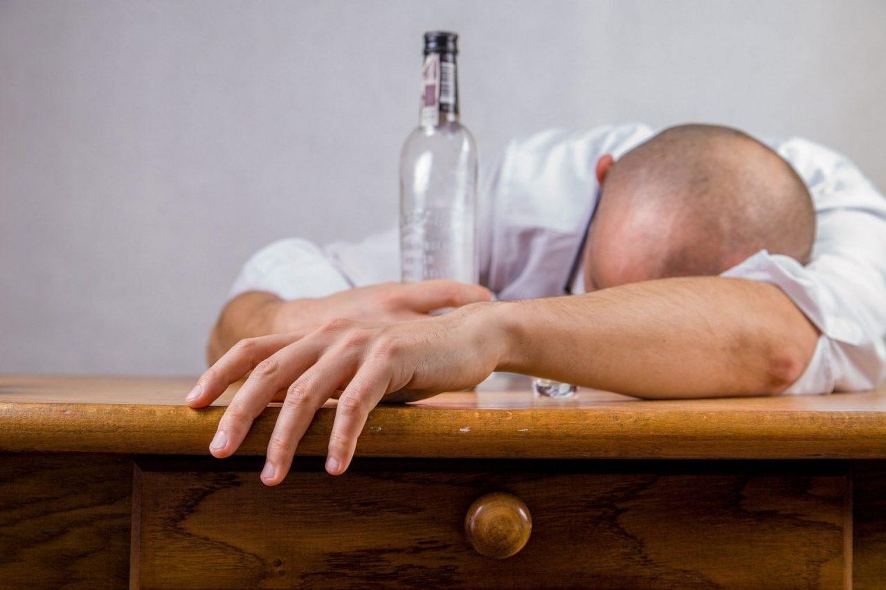 alcohol-428392_1920-1536x1022