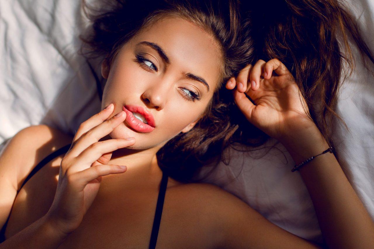 devojka-krevet-seks-1-2048x1365