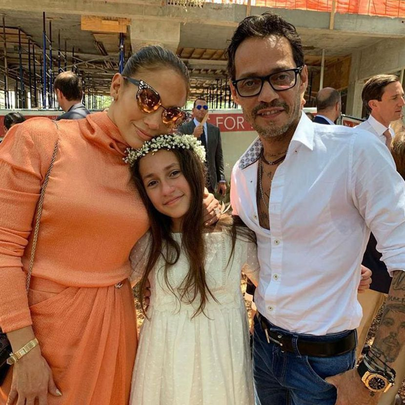 1601641134849-marc-anthony-and-jennifer-lopez-with-daughter-emme-830x0