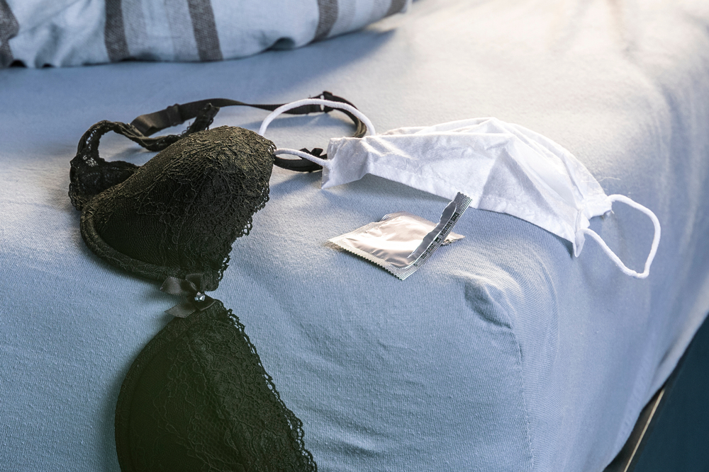 brus-kondom-maska-krevet-shutterstock_1708138663