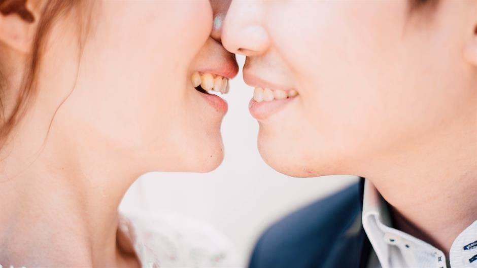 couple-2606657_1920