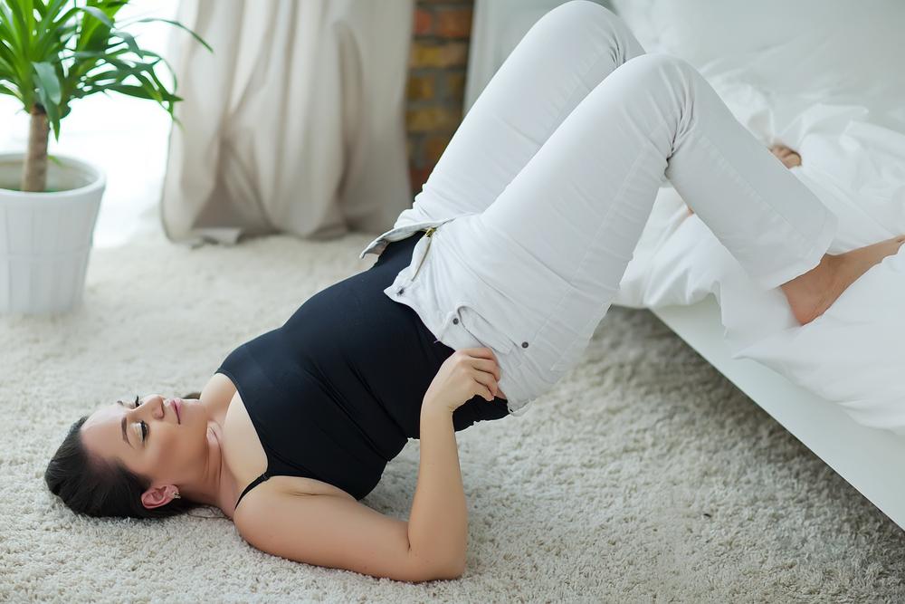 debela-zena-pantalone-shutterstock_384659980