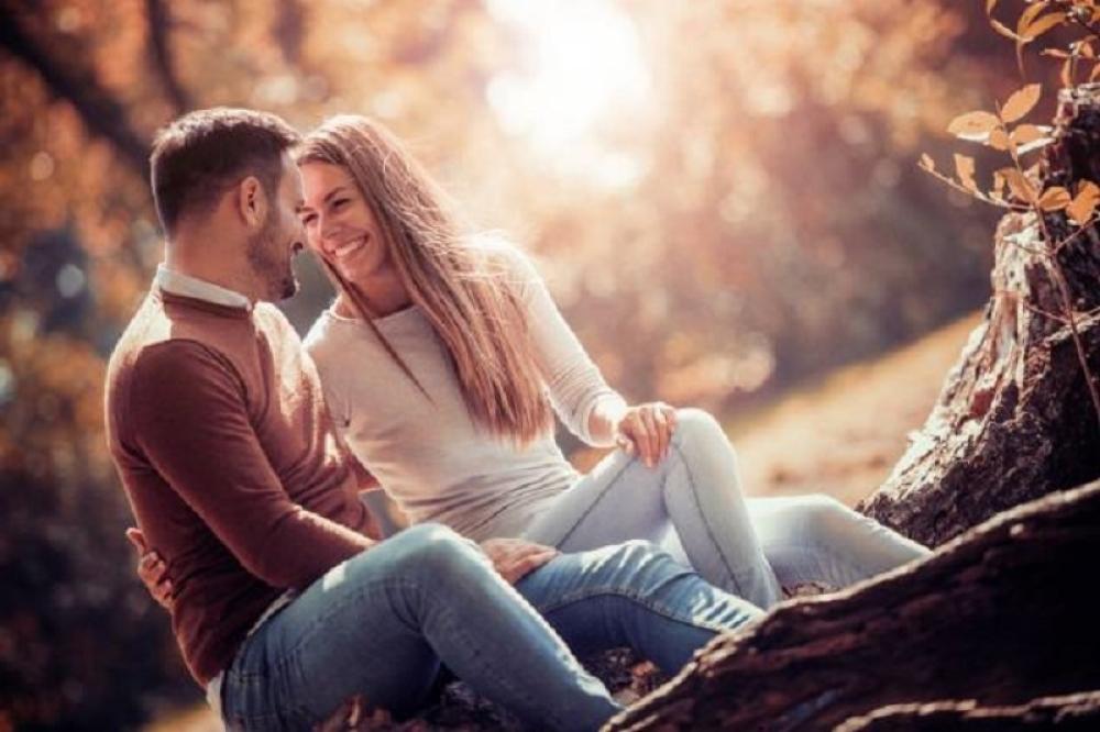 ljubavni-par-sreca-sastanak-shutterstock_1000x0