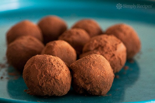 chocolate-truffles-bite-horiz-a2-640