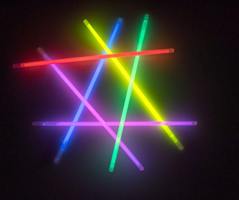 led-svetla-UV-shutterstock_517012246-910x765