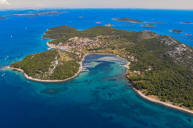 Pogled iz zraka na otok Vrgadu