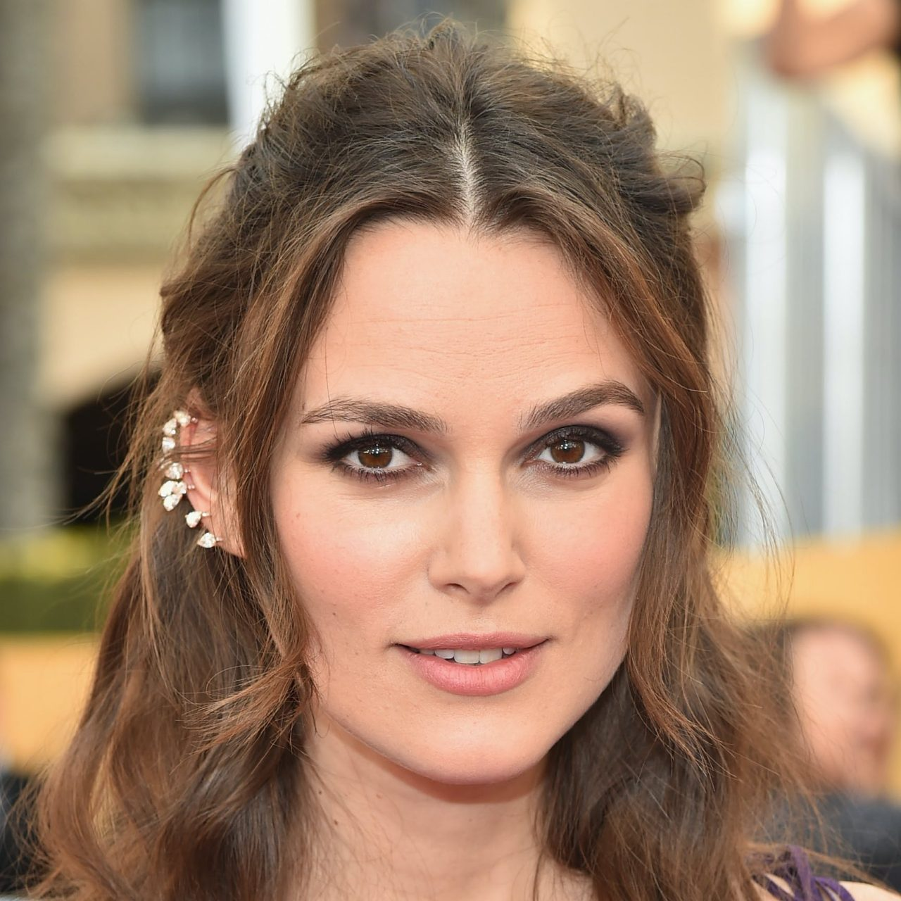 https___www.biography.com_.image_MTQyMDAyMDM3MDU0MjUyNzQw_keira-knightley_gettyimages-462189176jpg