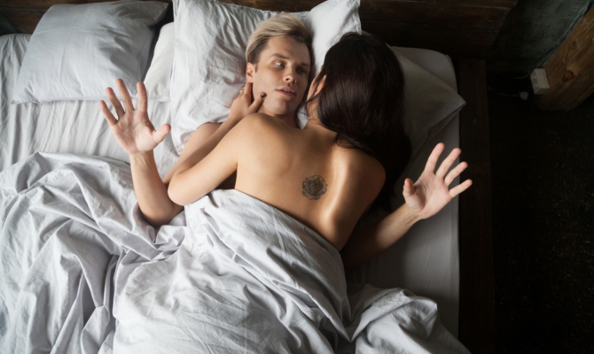 Young,Naked,Couple,In,Love,Under,Blanket,Lying,In,Bed,